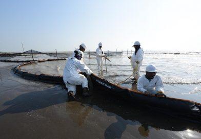 Bekerja Maksimal, PHE ONWJ Isolasi Penuh Oil Spill Sekitar Anjungan